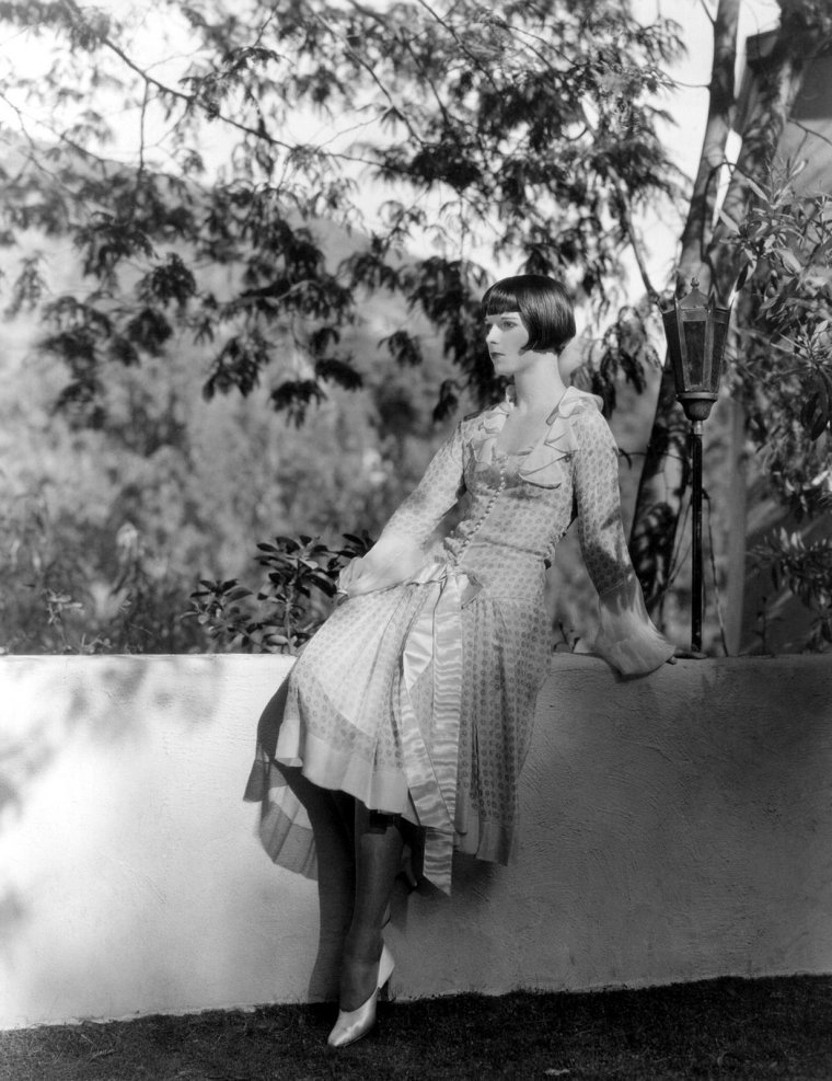 circa-1925-at-home-in-her-garden