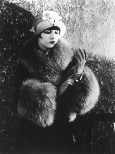 Louise-Brooks-louise-brooks-14525509-454-608