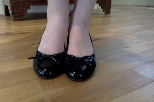Black shiny wedges